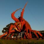 Der 17 Meter Crayfish am Ortseingang von Rope.
