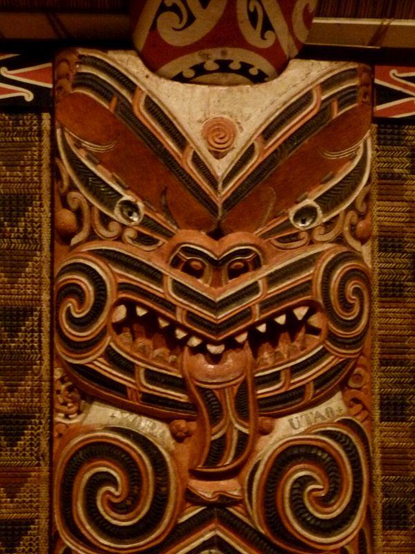 Maorischnitzerreien im Museum